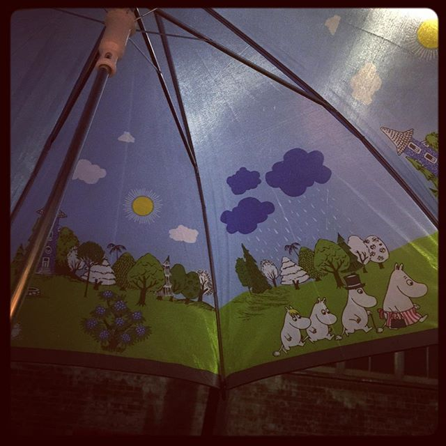 Dang it! Left work too late and there was no rain left to christen my new Moomin-brella.