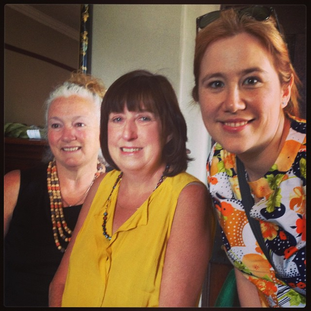 Look who I ran into! Mini knitter reunion with Gemma and Margot. #mudgeesmuggler