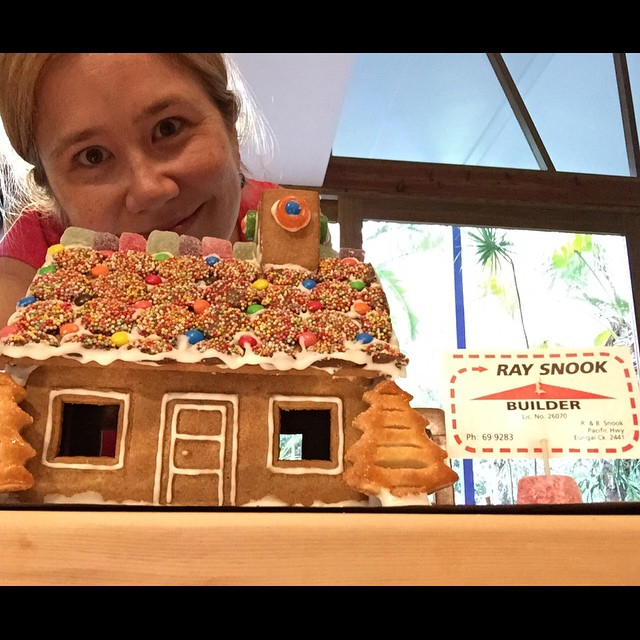 Finished! #pepparkakahus selfie. :)