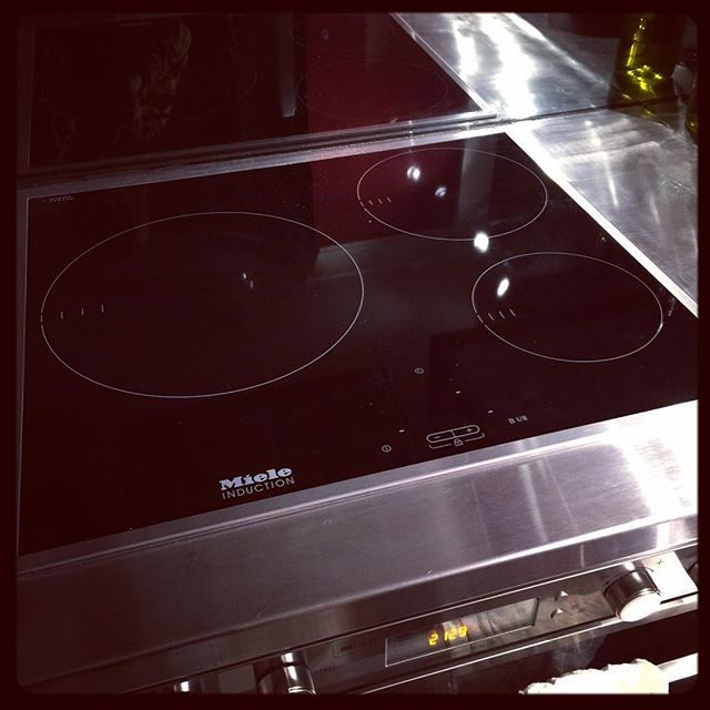 He literally went through 9 jigsaw blades, but the Snook managed to get our new cooktop fitted today. #handysmurf